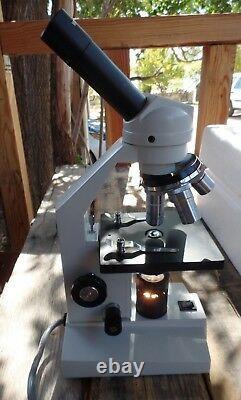 Microscope Biologique Amscope M Series Avec 4 Lentilles Objectives
